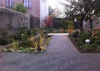 Wassergarten, Klinker und Holz